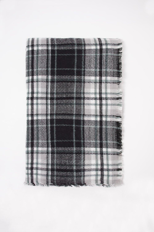 women plaid frayed hem scarf