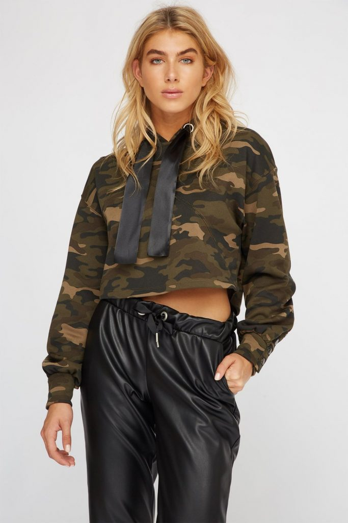 camo cropped popover hoodie