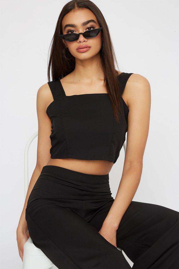 sleeveless cropped blouse